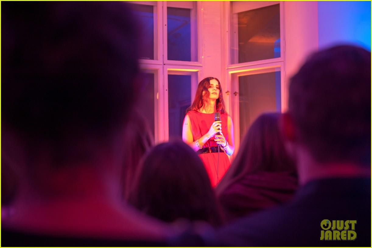 lana del rey hm berlin showroom concert 062761497