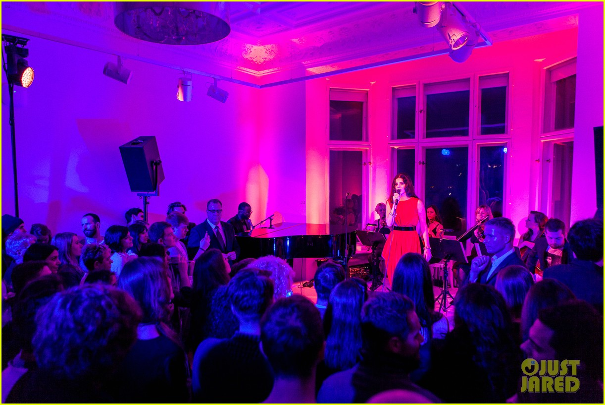 lana del rey hm berlin showroom concert 08