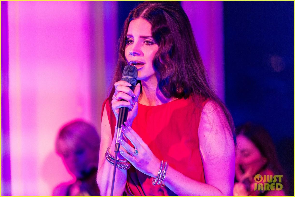 lana del rey hm berlin showroom concert 092761500