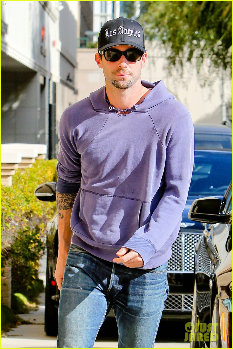 Adam Levine  Barneys New York Shopper!  Photo 2755171  0169967b854