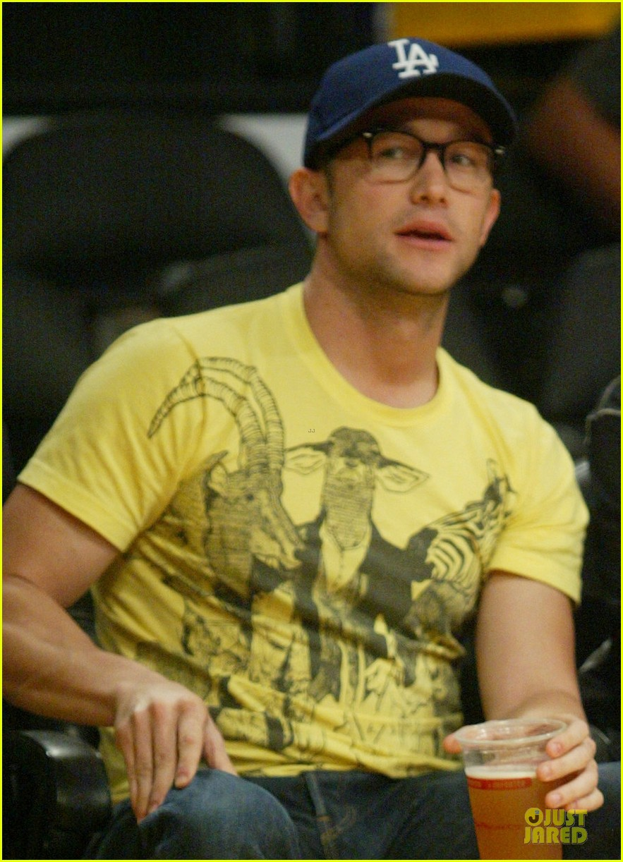 drew barrymore joseph gordon levitt lakers game spectators 05
