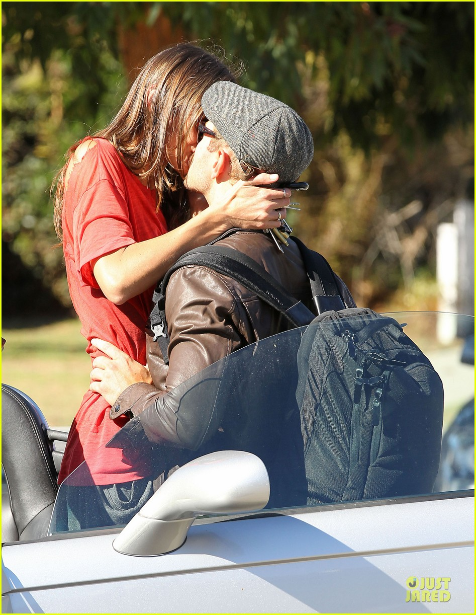 kellan lutz sharni vinson goodbye kissing couple 042757134