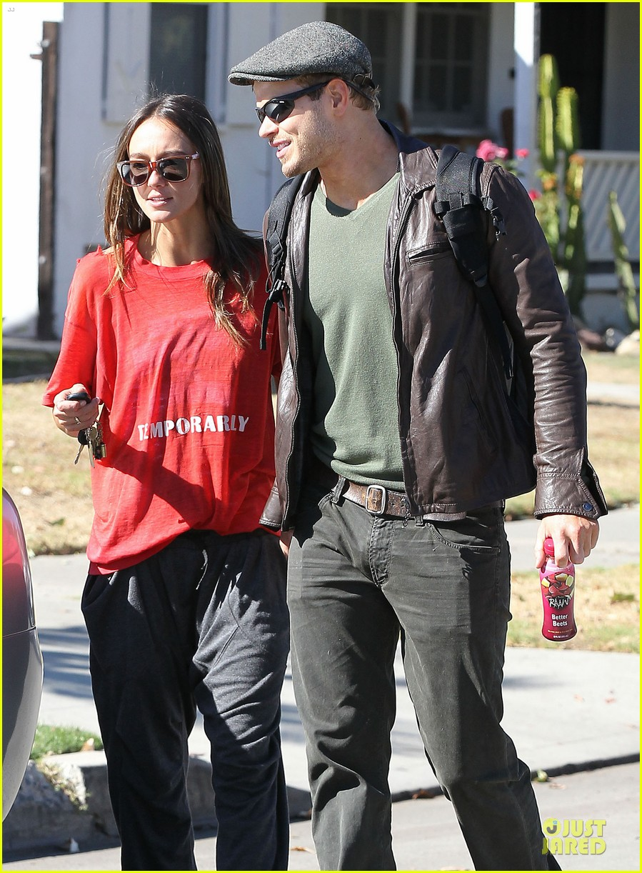 kellan lutz sharni vinson goodbye kissing couple 11