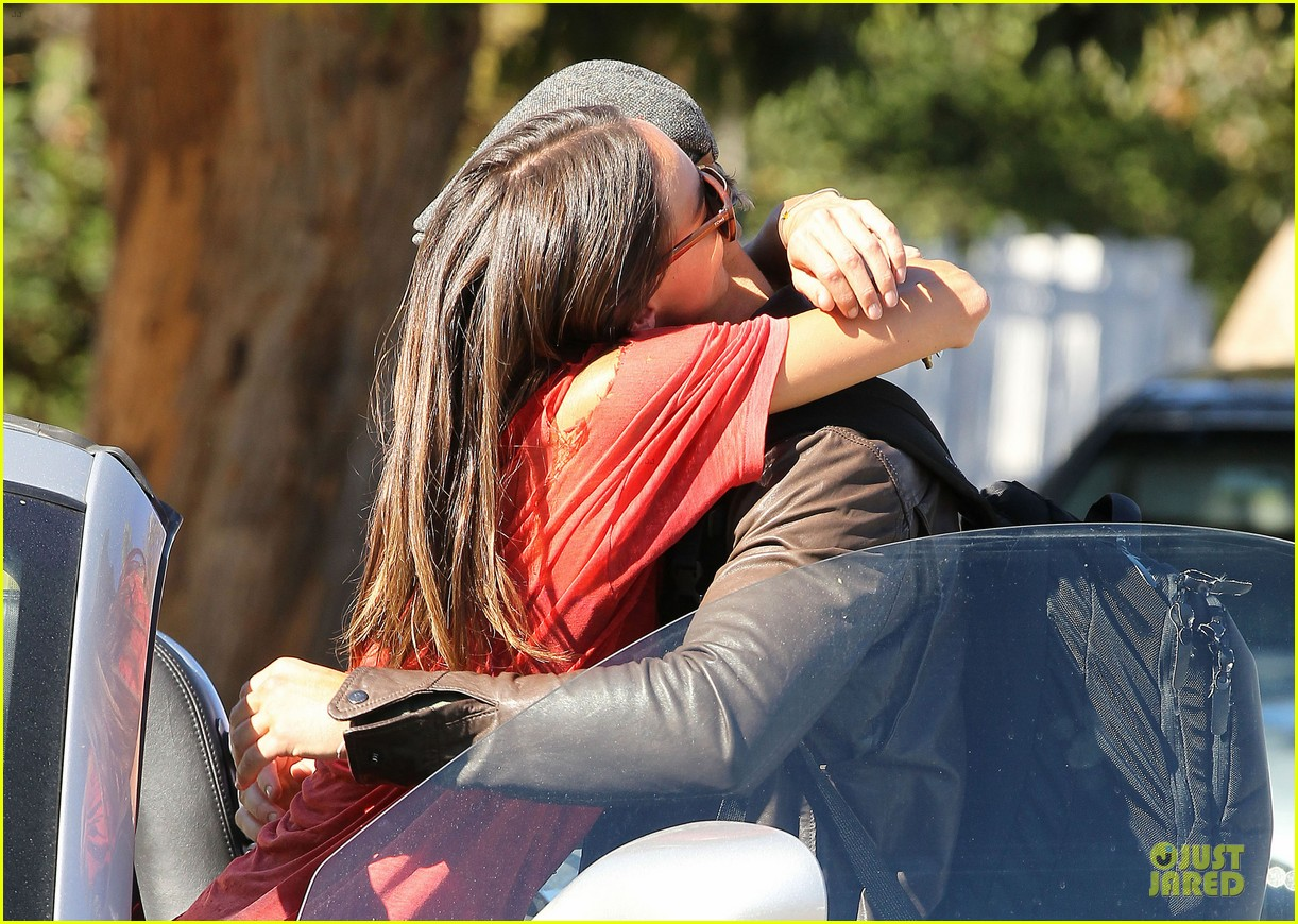 kellan lutz sharni vinson goodbye kissing couple 17