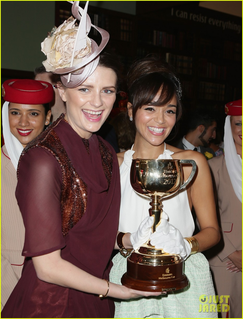 rose byrne ashley madekwe melbourne cup attendees 012751727