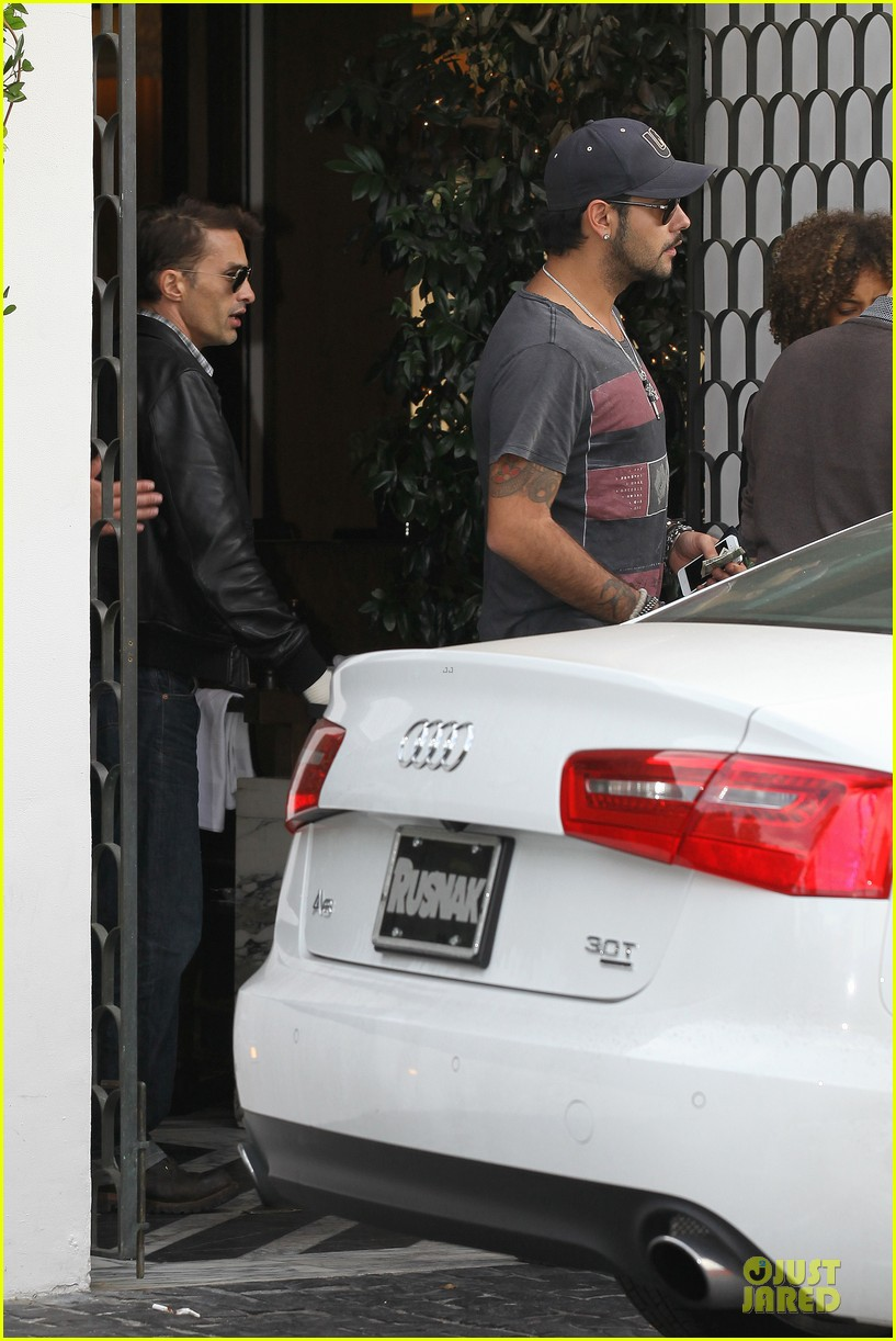 olivier martinez hand brace for lunch with eduardo cruz 082764896