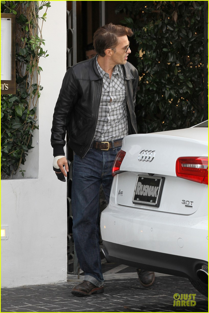 olivier martinez hand brace for lunch with eduardo cruz 112764899