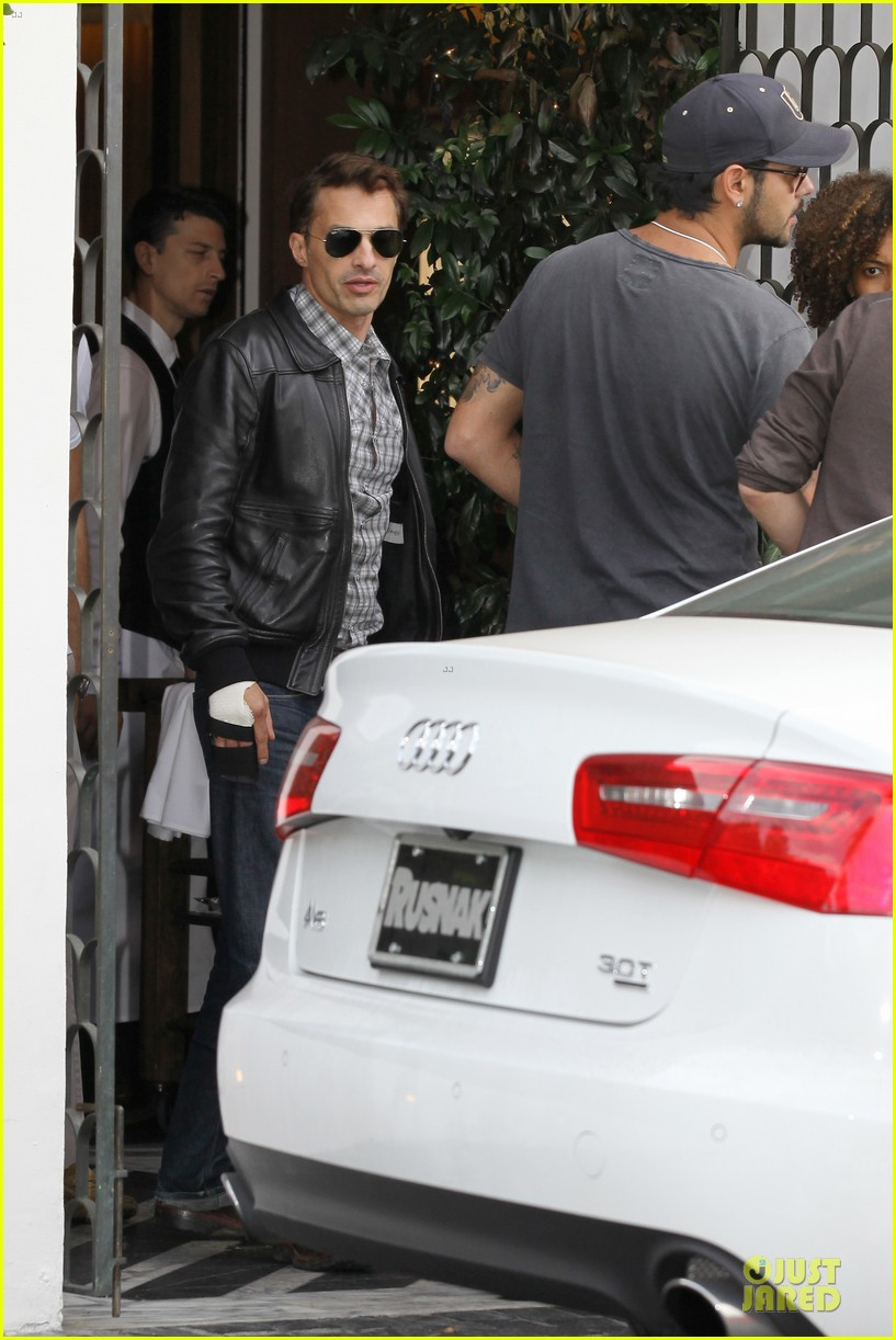 olivier martinez hand brace for lunch with eduardo cruz 162764904
