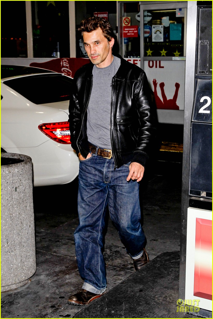 olivier martinez post brawl grocery run 01