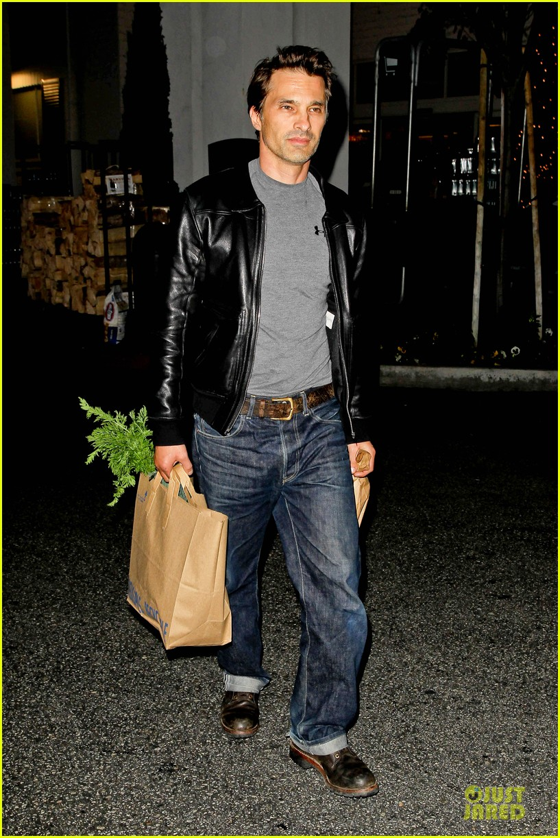 olivier martinez post brawl grocery run 092763150