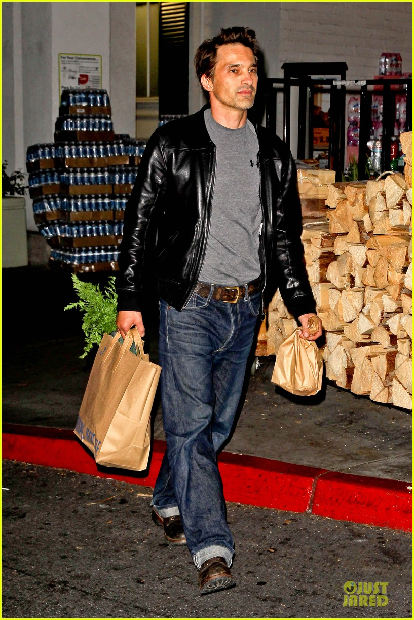 olivier martinez post brawl grocery run 102763151