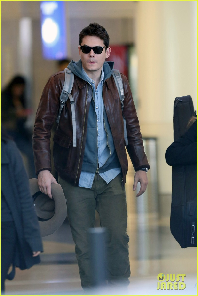 john mayer lands in los angeles 032755247