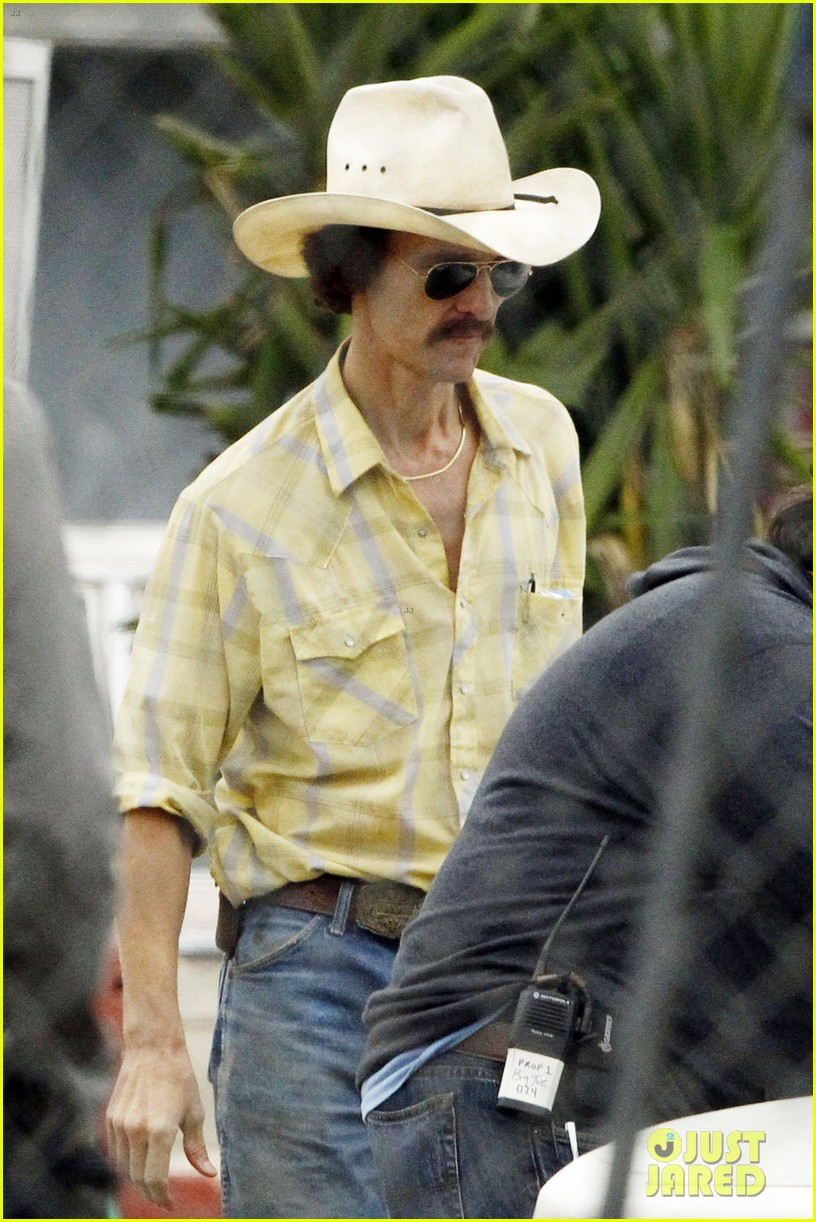 matthew mcconaughey bloody mustache on set 02