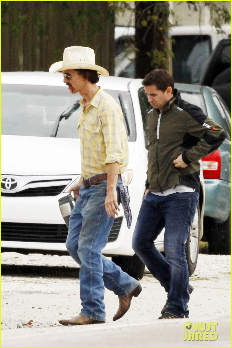 matthew mcconaughey bloody mustache on set 03