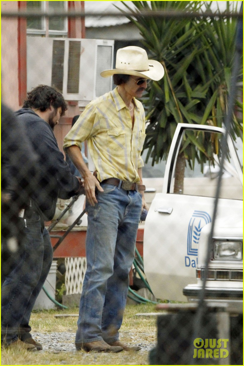 matthew mcconaughey bloody mustache on set 07