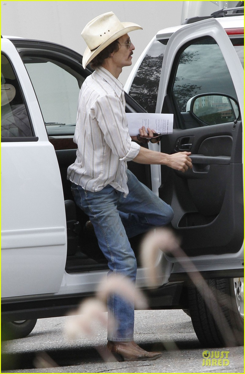 matthew mcconaughey camila alves dallas buyers club set visit 032755642