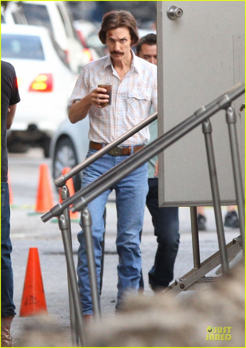 matthew mcconaughey camila alves dallas buyers club set visit 07