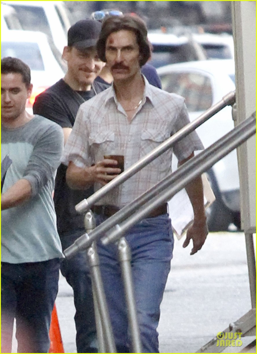 matthew mcconaughey camila alves dallas buyers club set visit 08