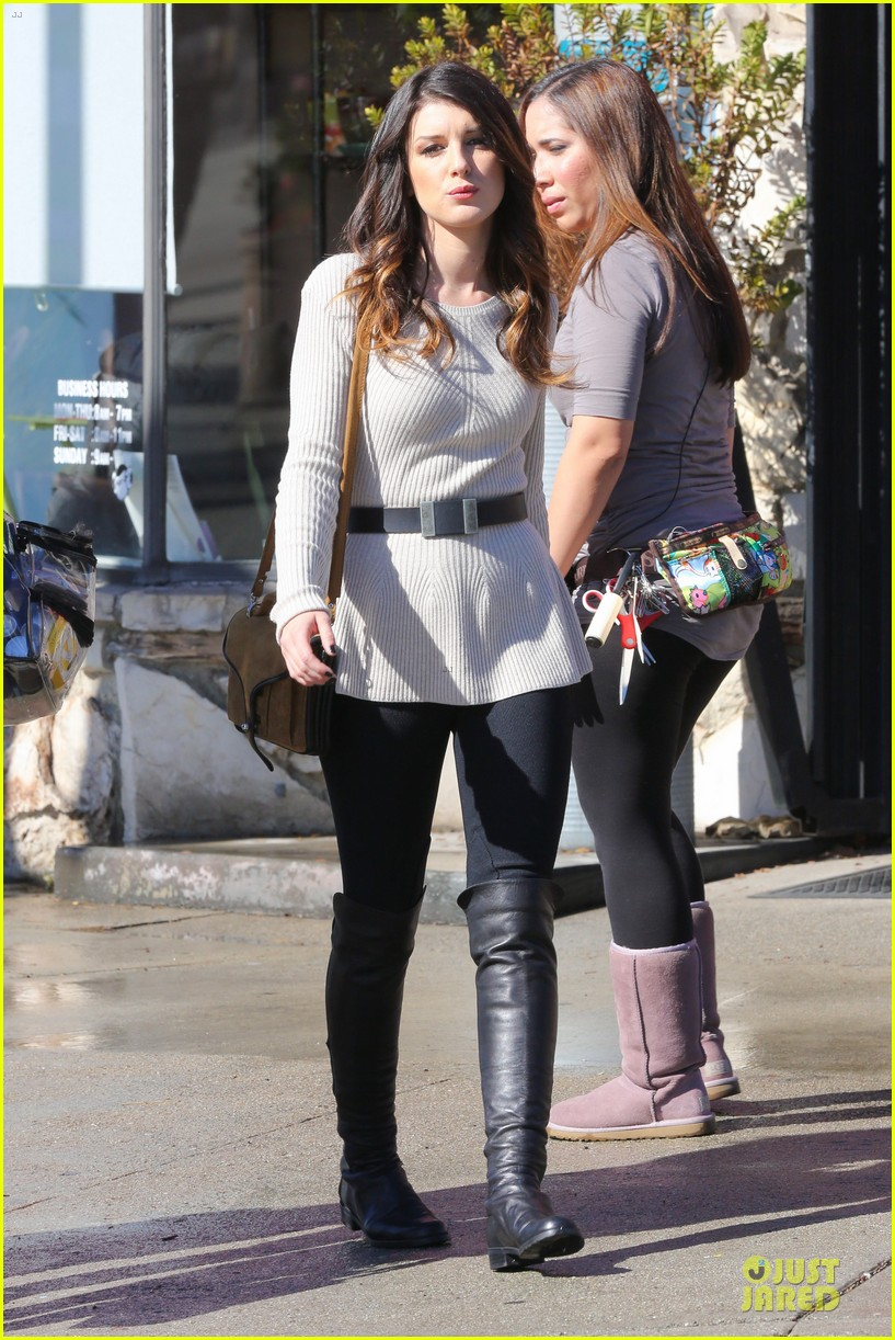 annalynne mccord 90210 set with shenae grimes & jessica stroup 14