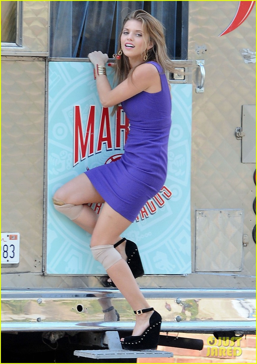annalynne mccord 90210 taco truck action scene 082765980
