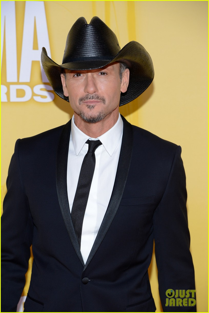tim mcgraw faith hill cma awards 2012 red carpet 012749550