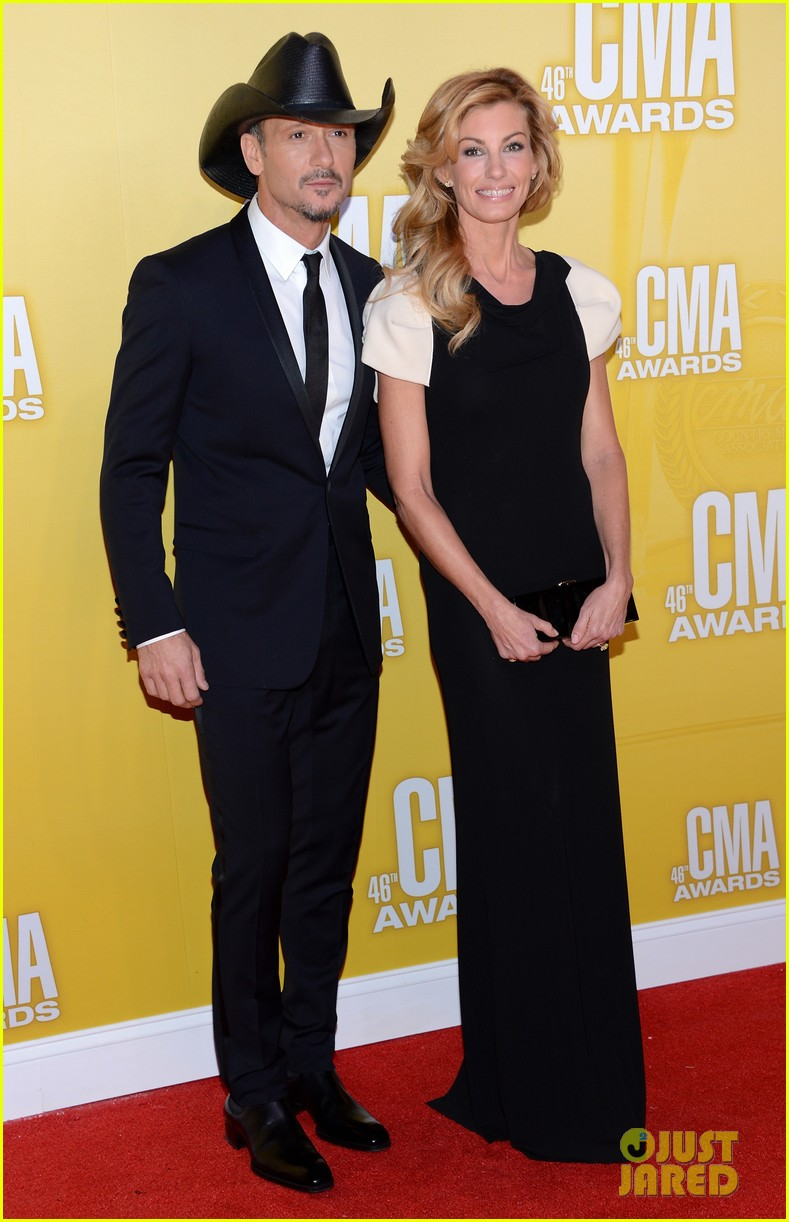 tim mcgraw faith hill cma awards 2012 red carpet 052749554