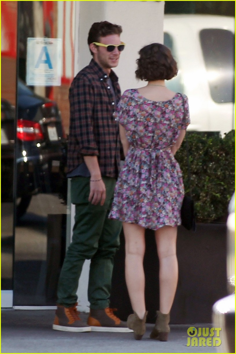 leighton meester los angeles lunch with male pal 032752855