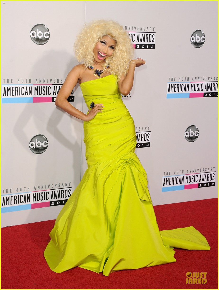 nicki minaj wins favorite rap hip hop album at amas 012760270
