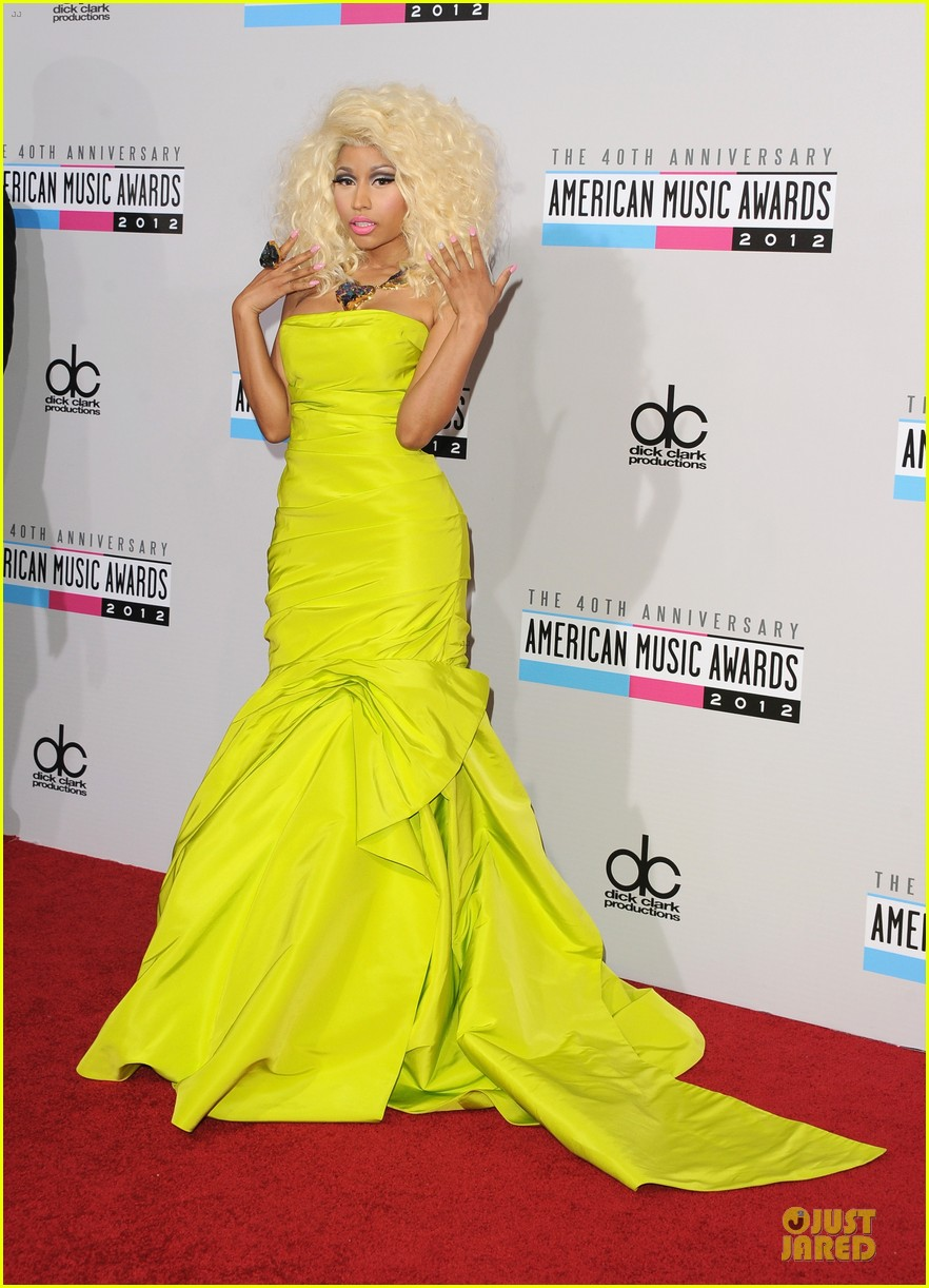 nicki minaj wins favorite rap hip hop album at amas 032760272