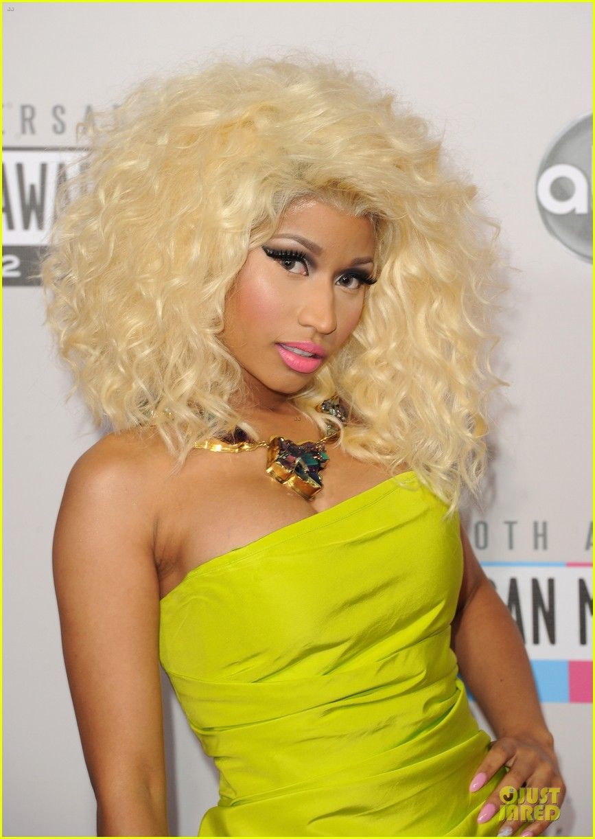 nicki minaj wins favorite rap hip hop album at amas 042760273