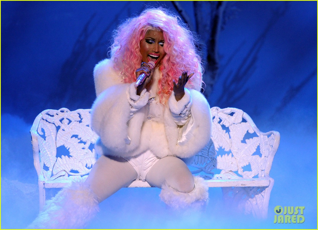 nicki minaj freedom performance at amas 2012 watch now 01