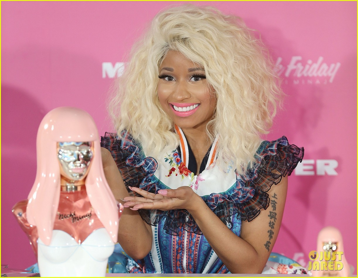 nicki minaj aria awards 2012 red carpet 02