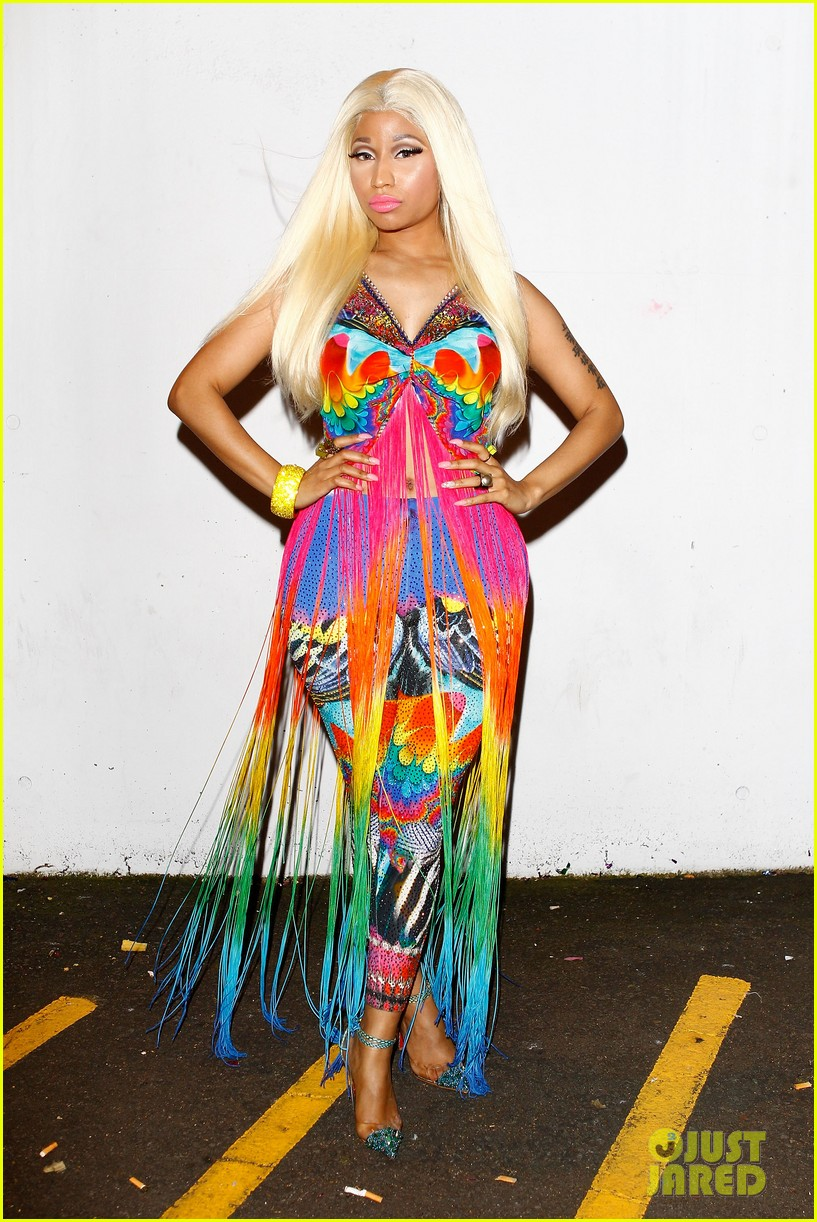 nicki minaj aria awards 2012 red carpet 05