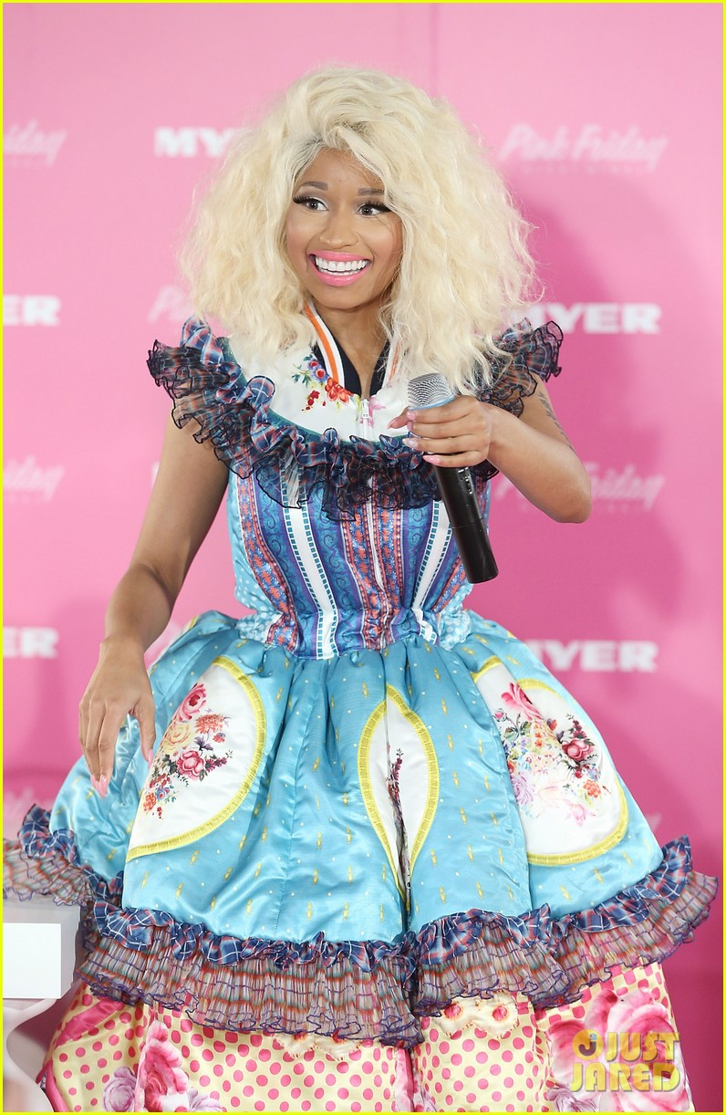nicki minaj aria awards 2012 red carpet 102766040