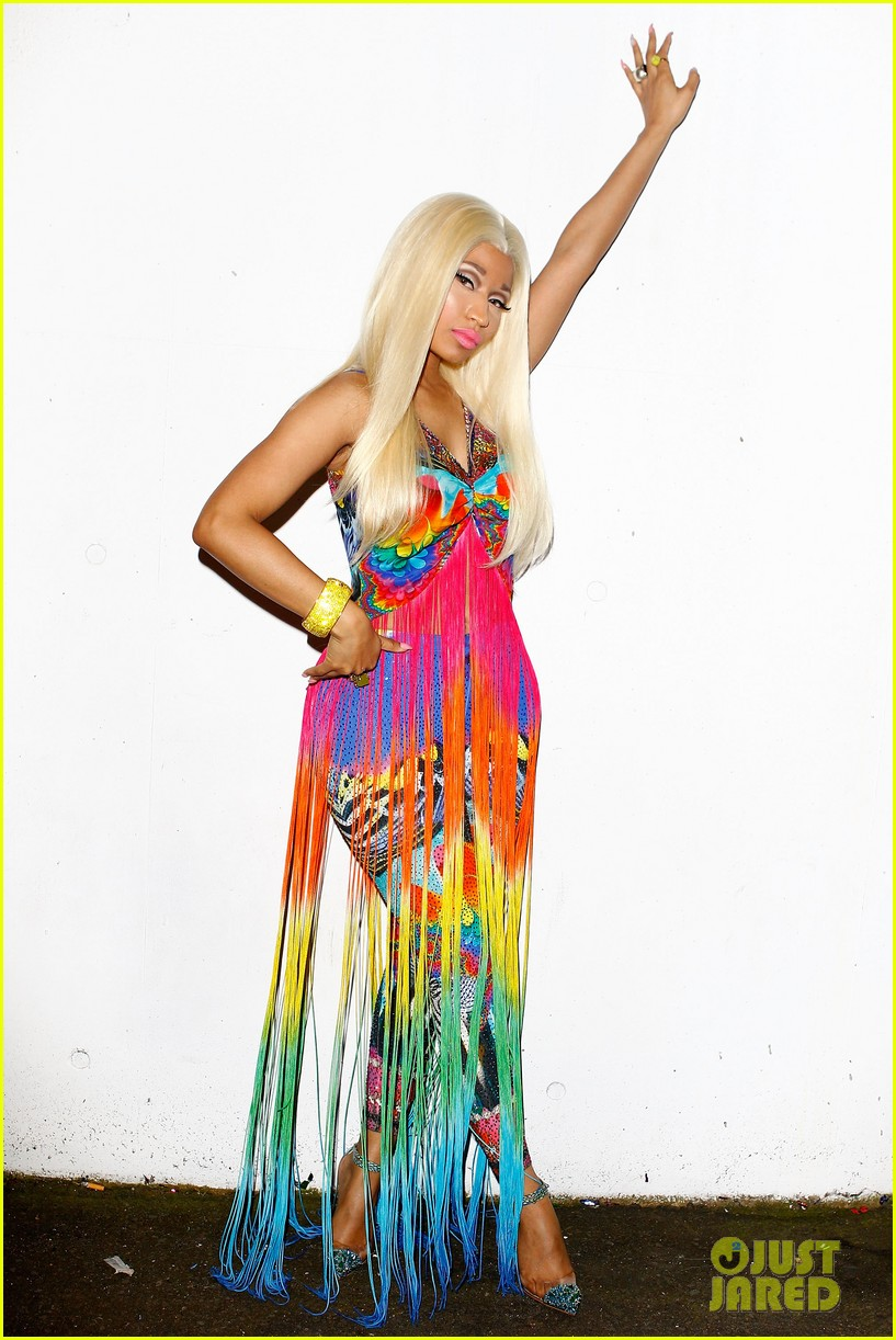 nicki minaj aria awards 2012 red carpet 122766042