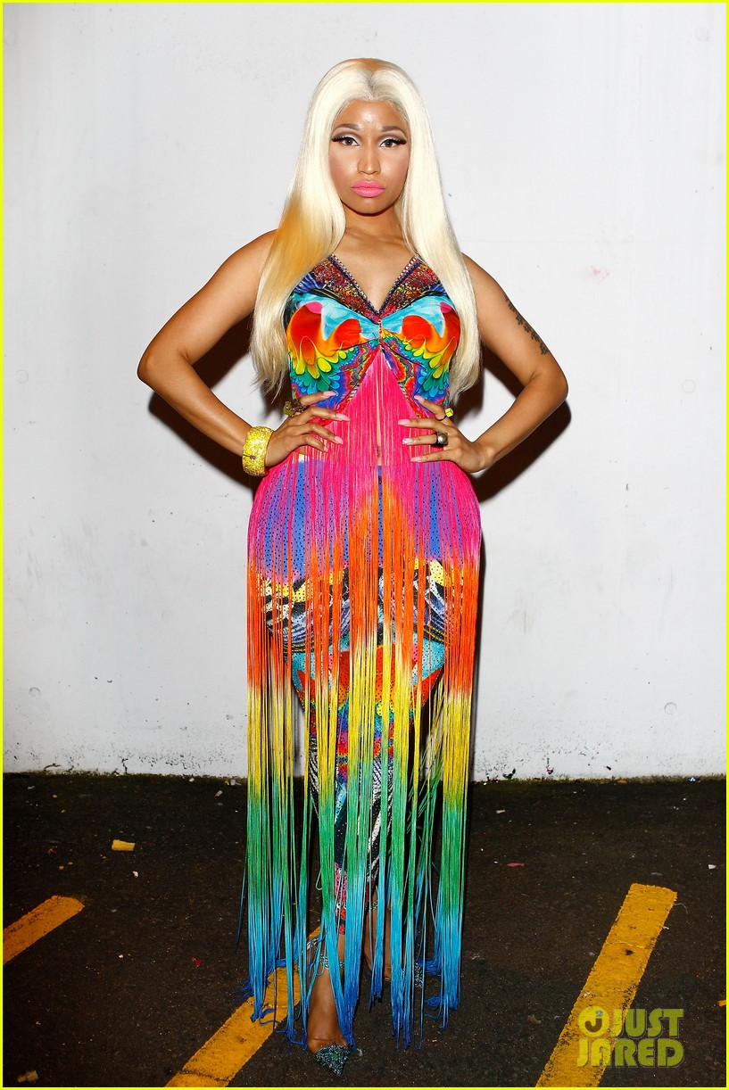 nicki minaj aria awards 2012 red carpet 142766044