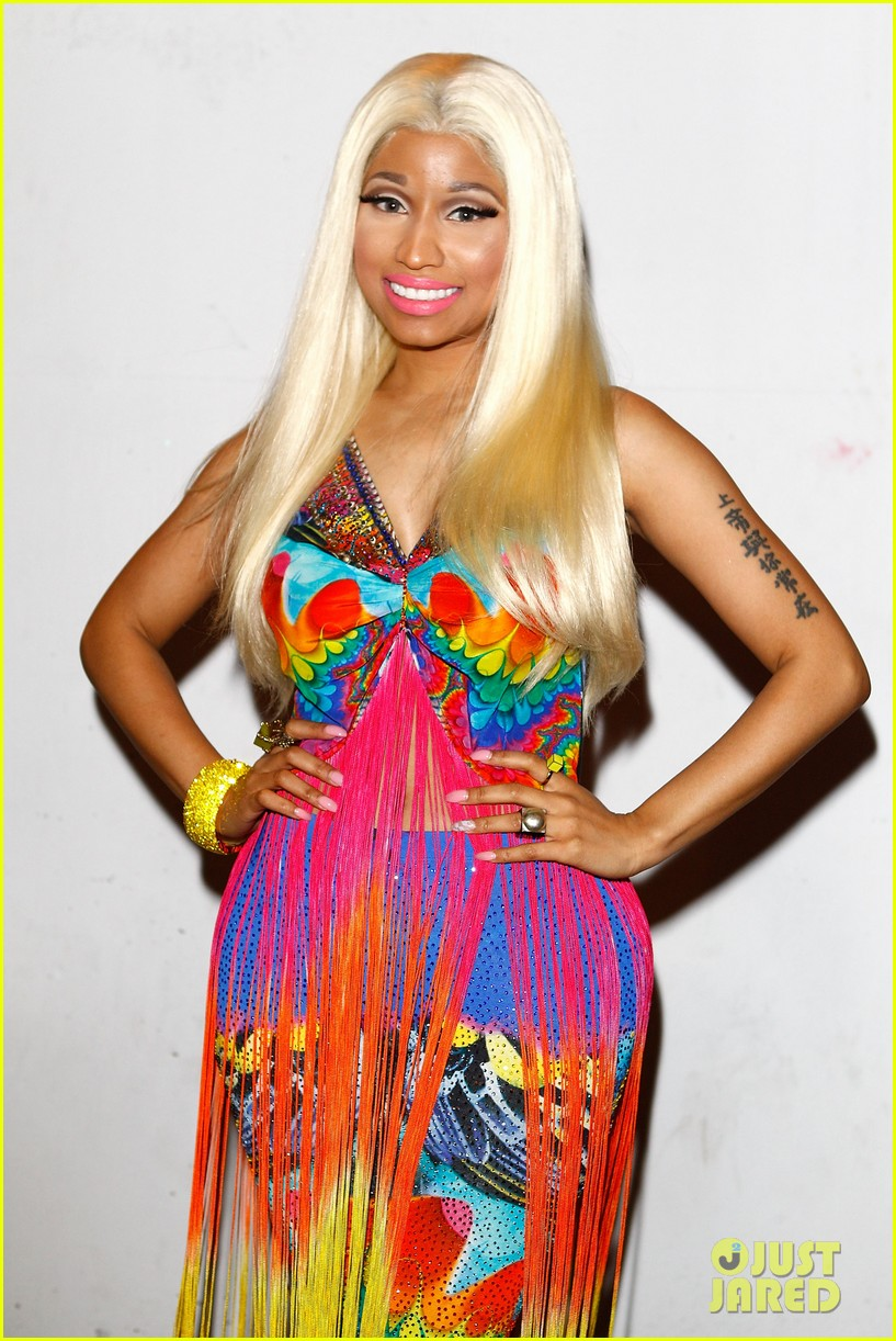 nicki minaj aria awards 2012 red carpet 16
