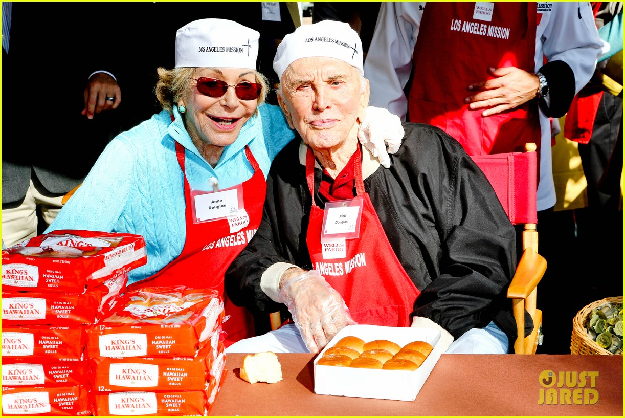 matt bomer neil patrick harris thanksgiving mission help 122762208