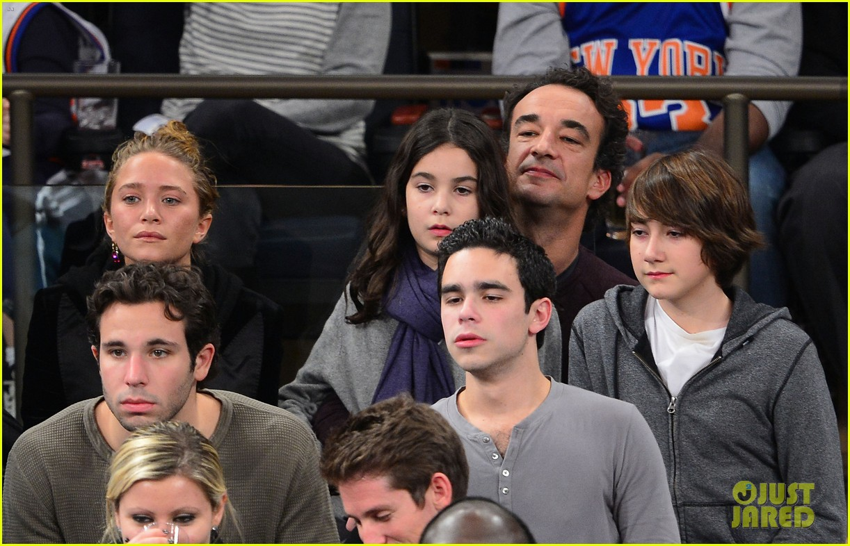 mary kate olsen knicks game with olivier sarkozy kids 04