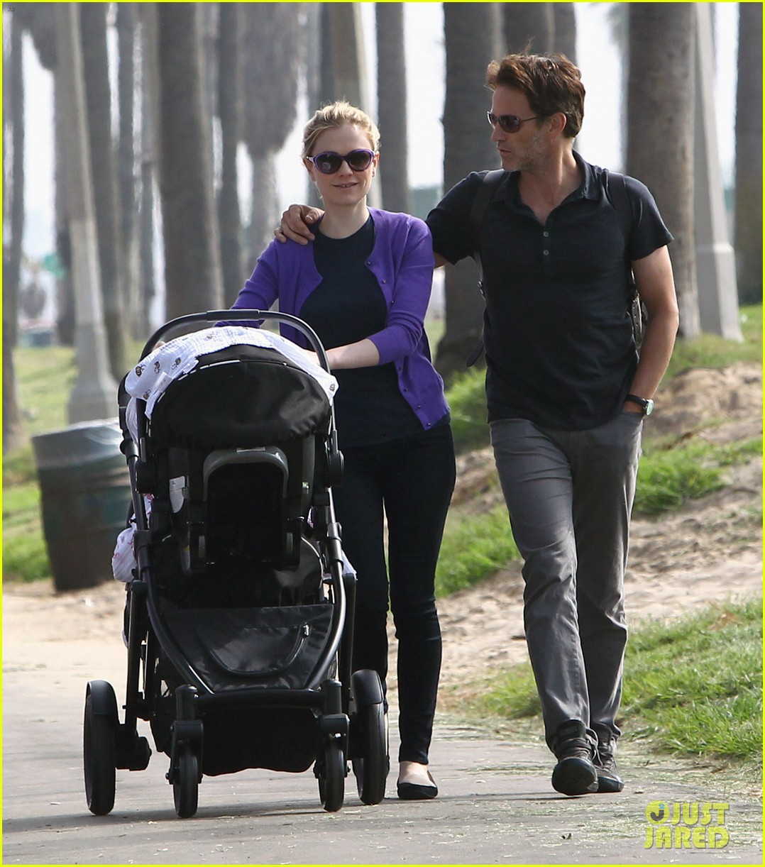 anna paquin stephen moyer park stroll with the twins 012752787