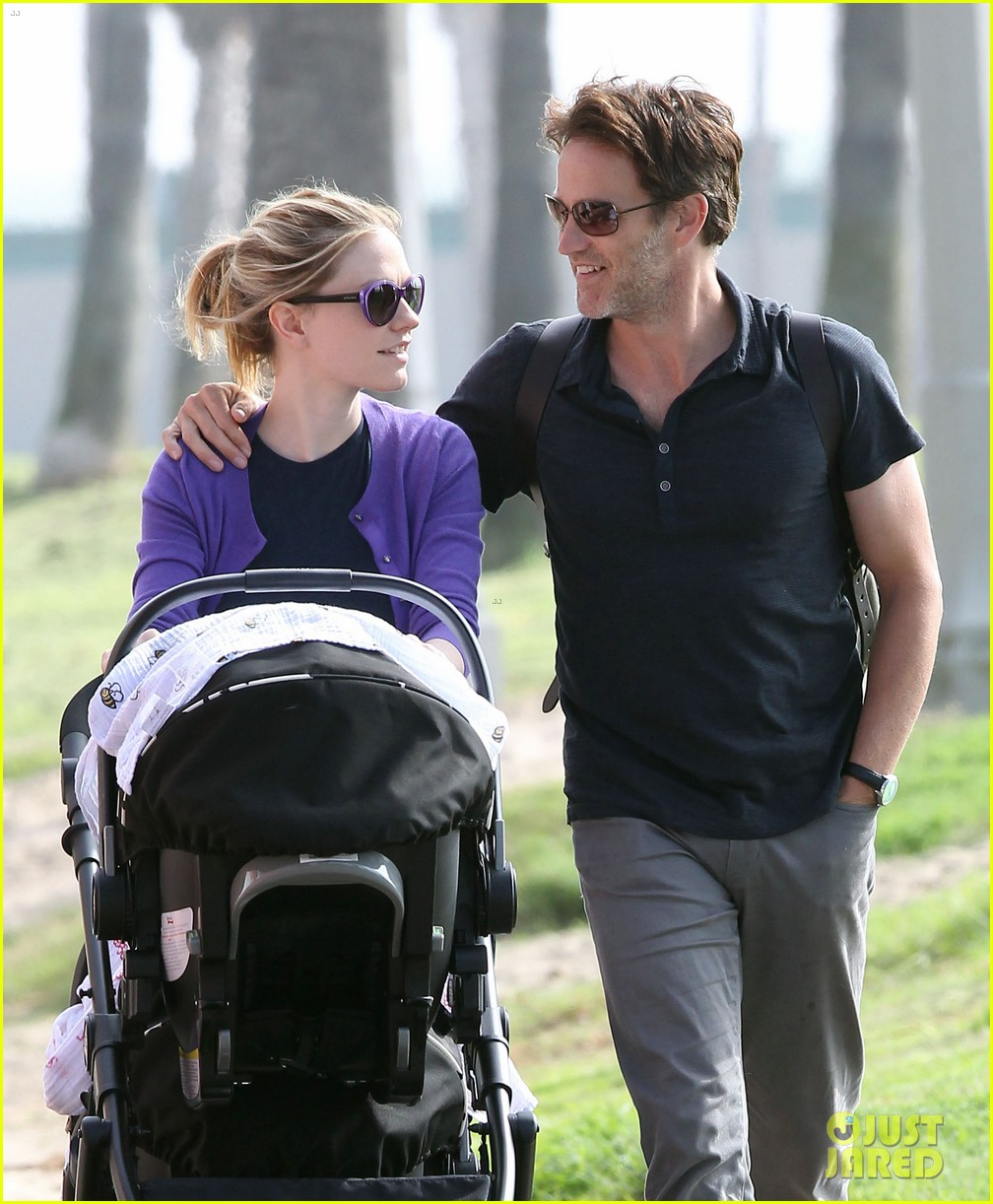 anna paquin stephen moyer park stroll with the twins 142752800