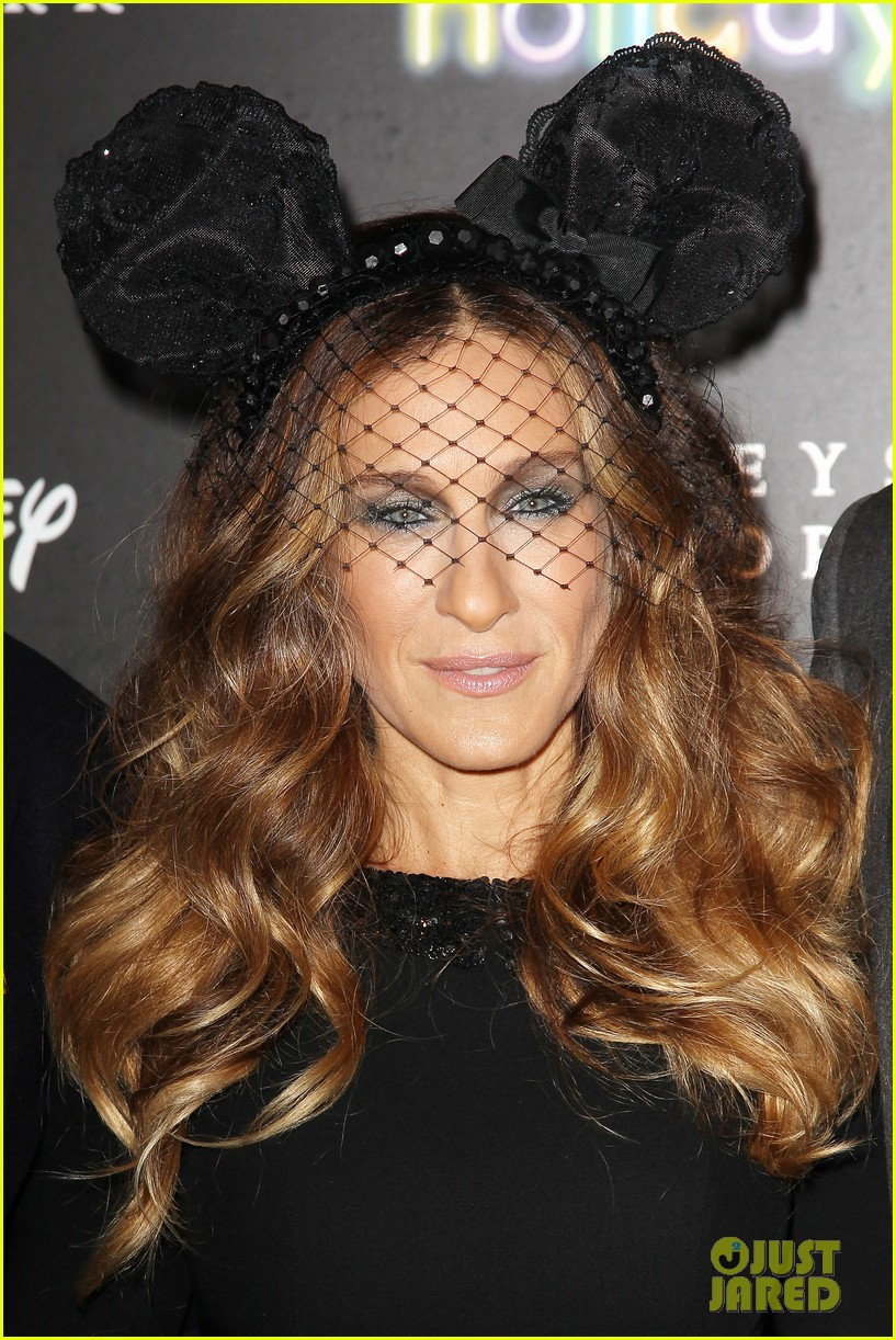 sarah jessica parker disney electric holiday window unveiling host 022758062
