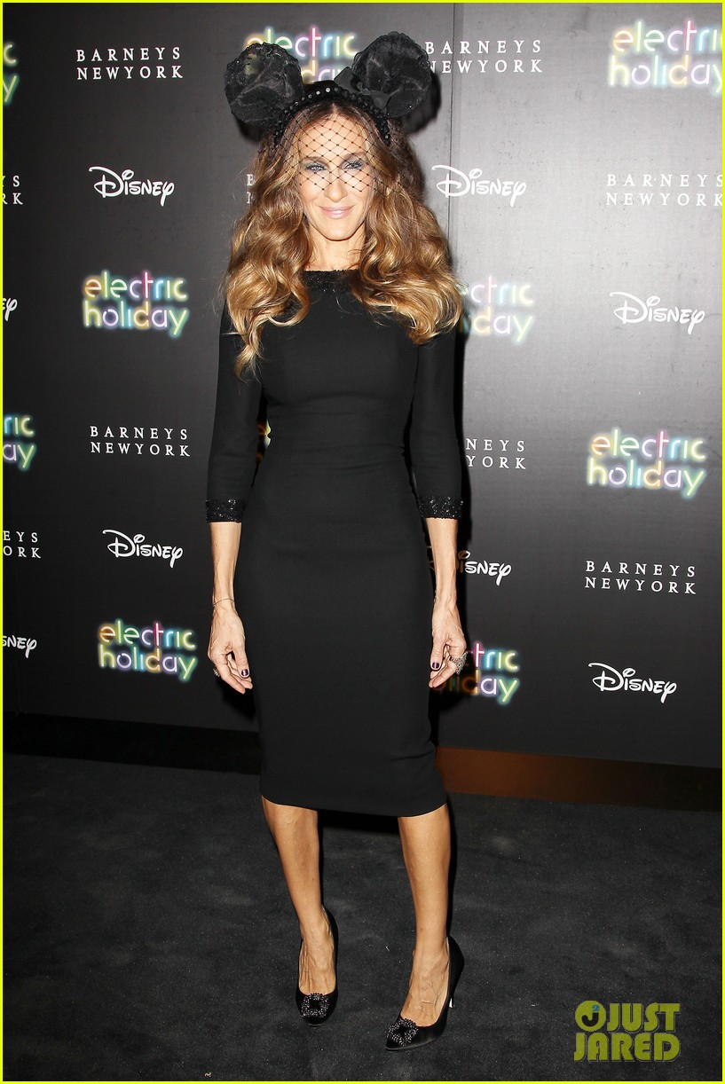 sarah jessica parker disney electric holiday window unveiling host 062758067