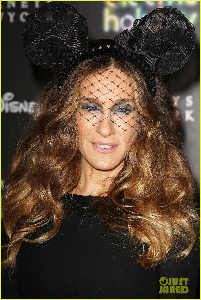 sarah jessica parker disney electric holiday window unveiling host 092758070