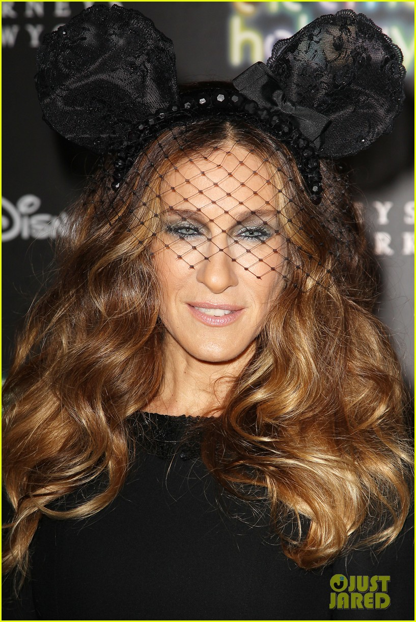 sarah jessica parker disney electric holiday window unveiling host 102758071