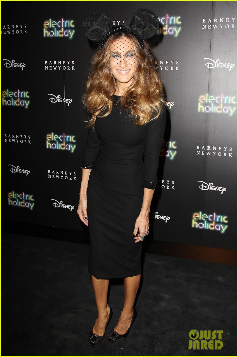 sarah jessica parker disney electric holiday window unveiling host 11