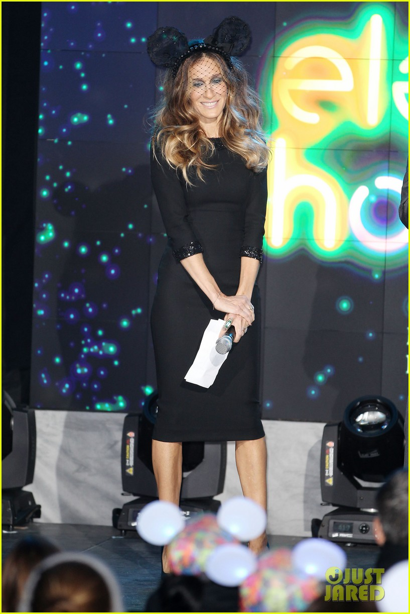 sarah jessica parker disney electric holiday window unveiling host 212758082