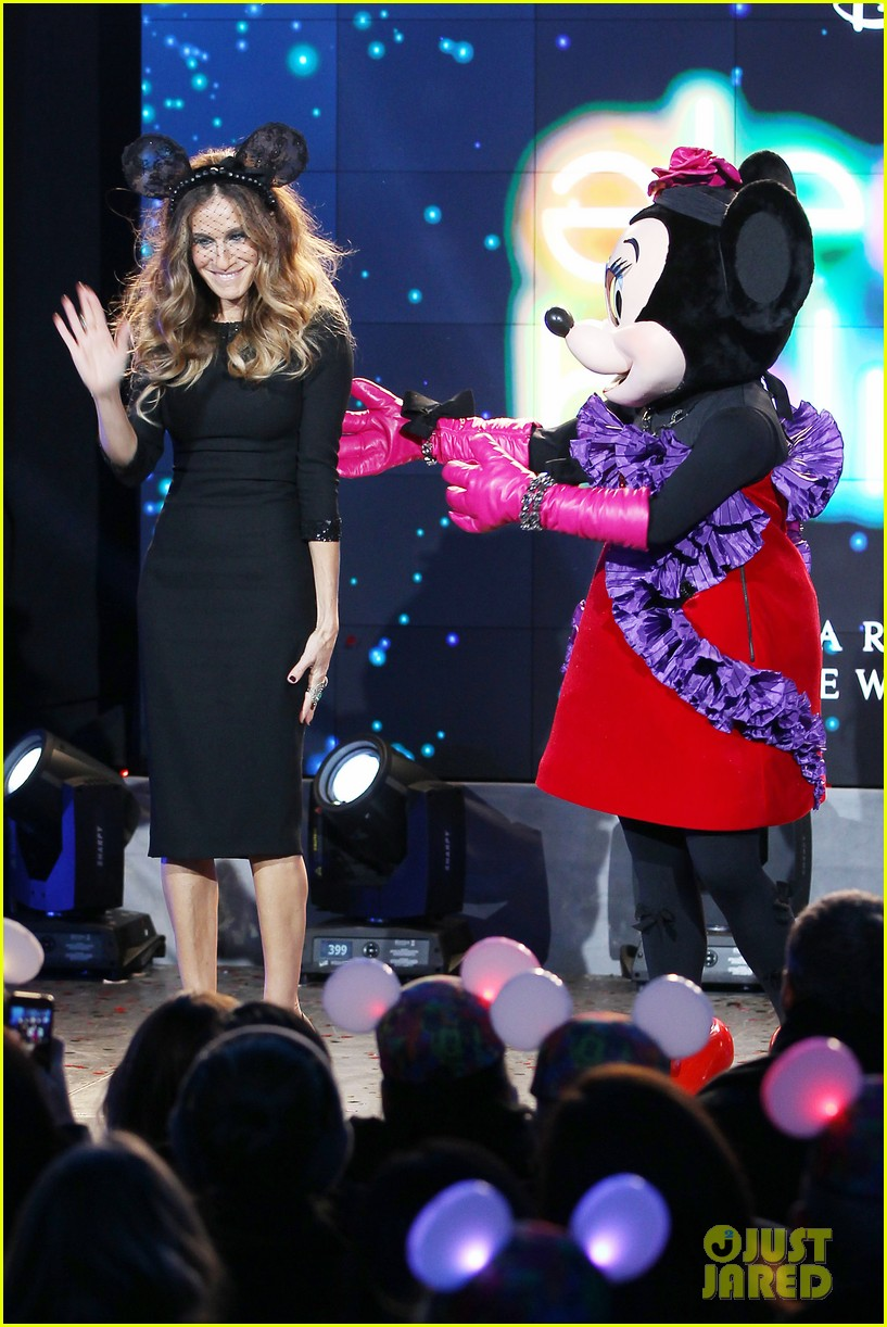 sarah jessica parker disney electric holiday window unveiling host 232758084