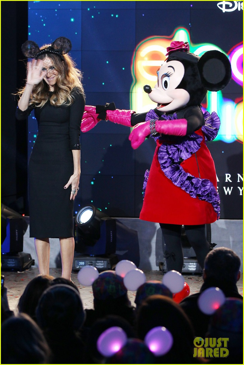 sarah jessica parker disney electric holiday window unveiling host 242758085