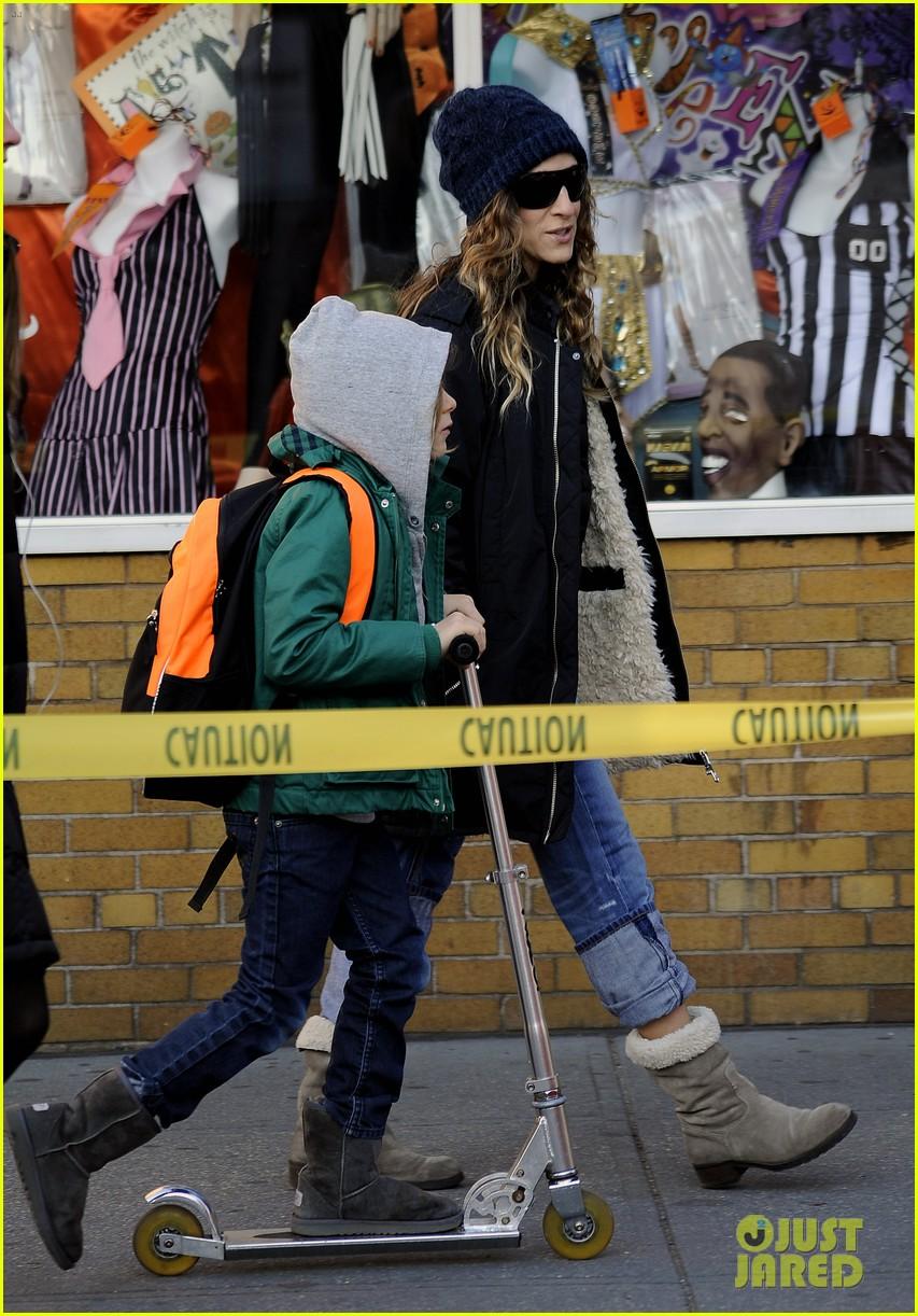 sarah jessica parker matthew broderick school stroll with kids 152764441
